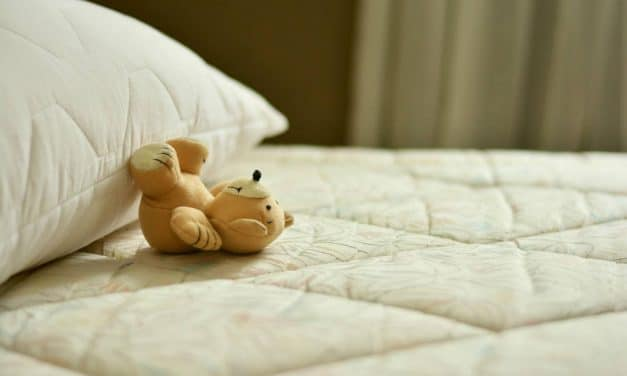 How to Clean Mattress Topper? – In 2 Steps