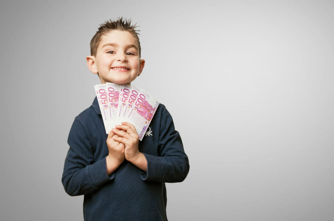 Teach these 10 money lessons to your kids today so that they can be responsible adults tomorrow. Teaching kids about money could be a difficult task if not done properly. Teach your children to save, Reward your kids for saving money, Teach kids to prioritise things, Tell them how to track their spendings