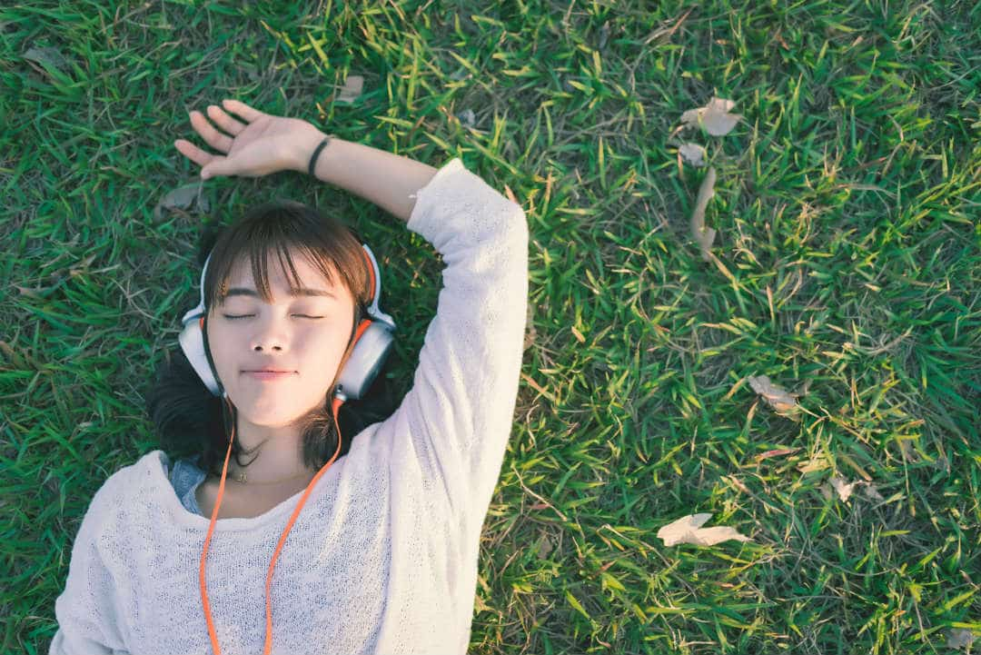 Soothing and relaxing sleep music also triggers the 'feel good' chemicals in our brain, and this helps us relax. The best sleep music should have a rhythm of about 60 to 80 beats per minute. Some of the best sleep music numbers are Mozart classical music, forest & Zen waterfall & Zen meditation, etc.