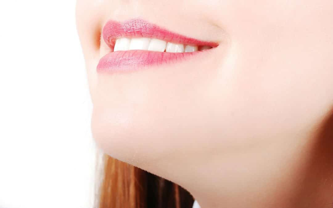 7 Natural Teeth Whitening Methods – Inexpensive & Convenient