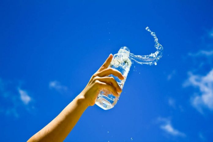 sparkling water or carbonated water