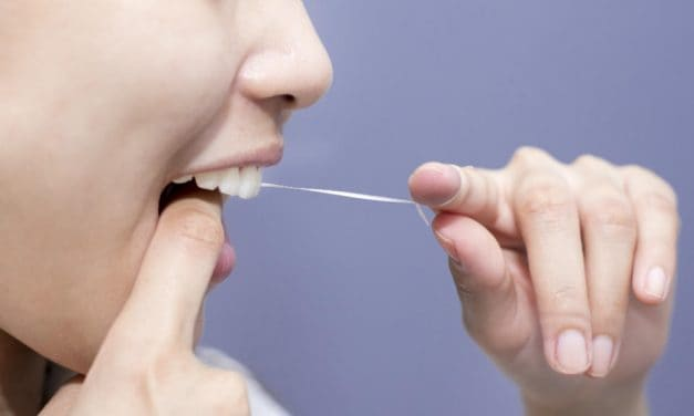 How to Floss? Are You Flossing the Right Way?