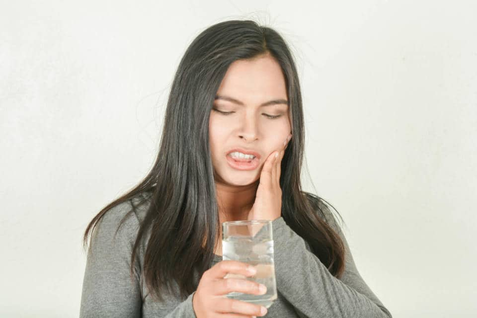 There are many mouth ulcer treatment options, such as salt-water rinse, application of ice pack & aloe vera gel, that are natural