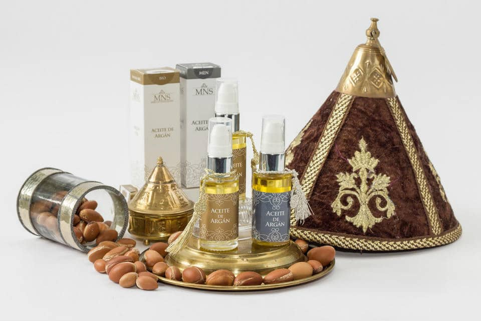Argan oil is an incredibly nourishing oil that is extracted from the kernels of the argan trees (Argania Spinosa) which are native to Morocco. Argan oil benefits health as it can fight aging, moisturize skin, treat acne, heal scars, protect skin from sun rays, nourish hair, etc.