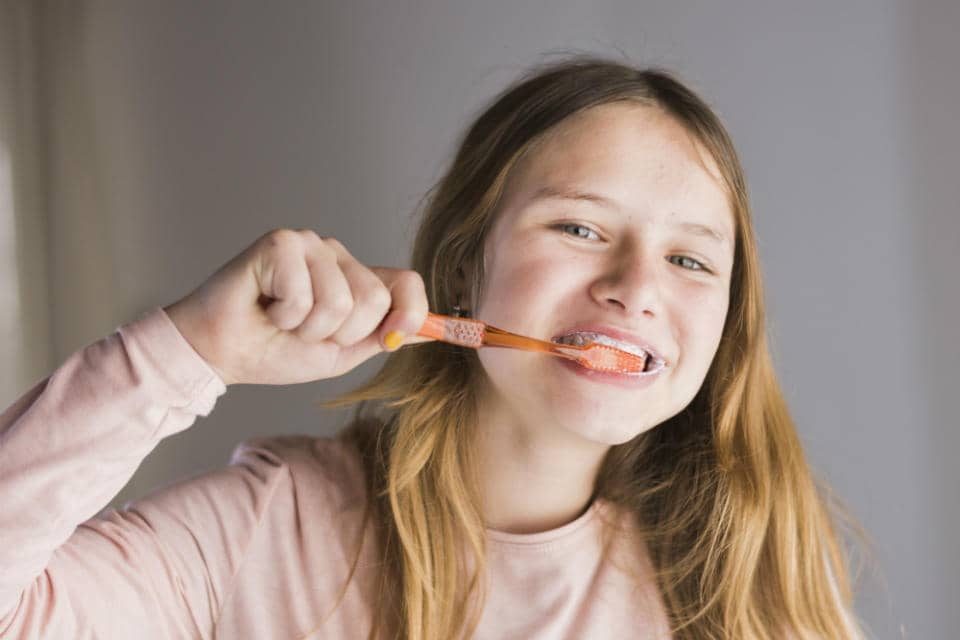 Do you know how long should you brush your teeth? Most experts agree that a proper brushing takes at least 2 minutes to clean your mouth