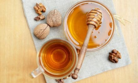12 Top Manuka Honey Benefits, Uses with Nutritional Data