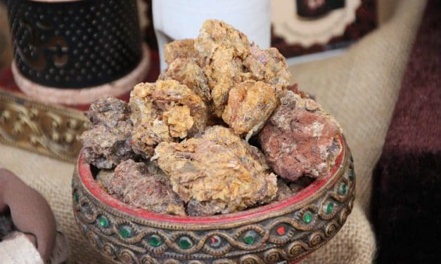 13 Benefits of Myrrh Essential Oil and Ways to Use It