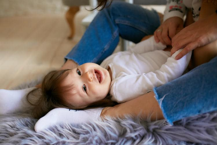 When do Babies Start Laughing? How to Giggle Them?