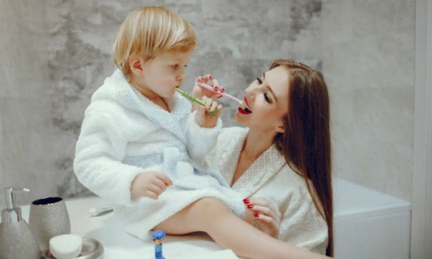 6 Easy Steps to Brush Your Toddler's Teeth